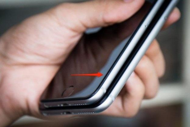 iPhone cũ đã bị tháo và thay thế linh kiện màn hình kém chất lượng