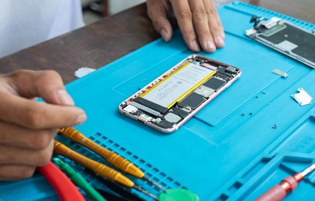 Thay thế pin iPhone mới khi cần thiết để tiếp tục sử dụng thiết bị