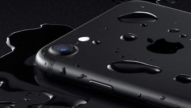 Hãng Apple đã sử dụng lớp keo dính đặc biệt tại các vị trí hở để chống thấm nước