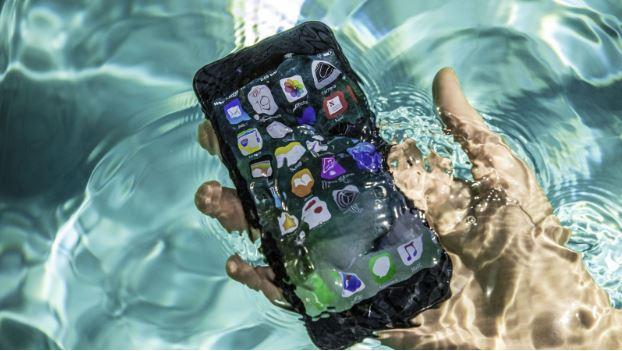 iPhone 8 có thể kháng nước 30 phút trong điều kiện độ sâu từ 15cm đến 1m