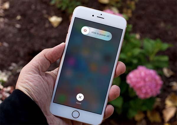 Thử tắt đi và khởi động lại thiết bị iPhone để khôi phục hoạt động của loa