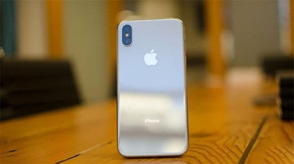 Làm sạch ống kính camera của iPhone X