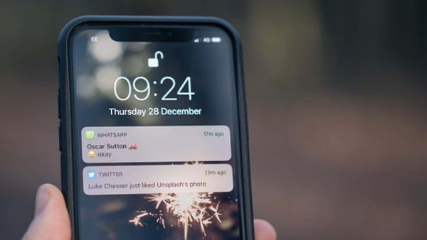 Nội dung tin nhắn hay thông báo các ứng dụng hiển thị trên màn hình khóa iPhone