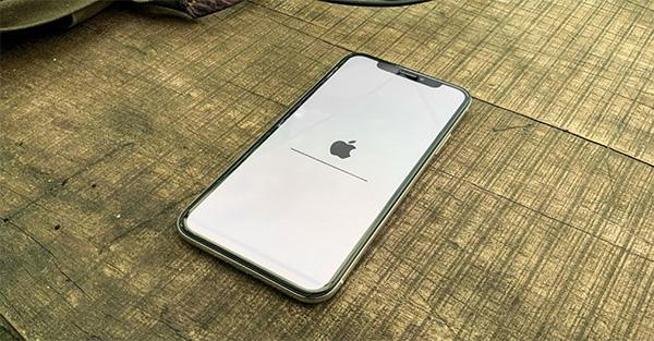 Khởi động lại thiết bị iPhone