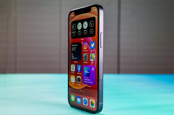 iPhone 12 Mini được trang bị con chip A14 Bionic mạnh mẽ