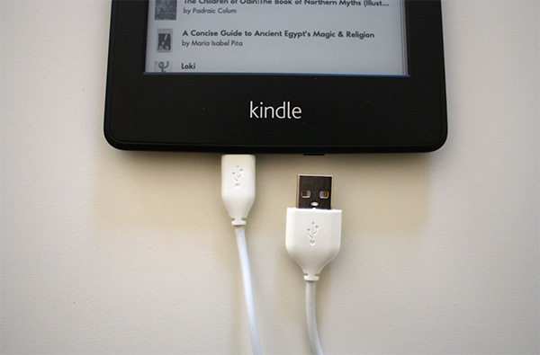 Chuyển e-book sang Kindle từ laptop bằng cáp USB vô cùng đơn giản