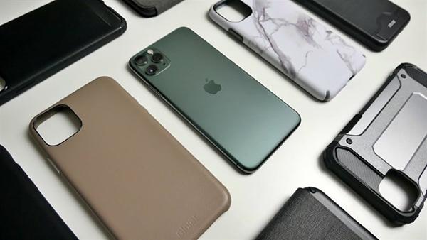 Để ốp lưng điện thoại khi sạc là một trong những nguyên nhân khiến iPhone bị nóng khi sạc