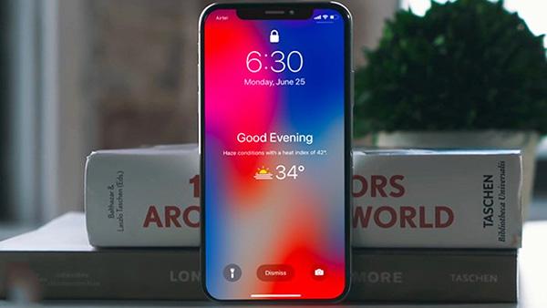 Tại sao màn hình khóa trên iPhone không hiển thị giờ?